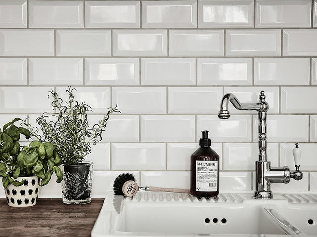 Subway tile was originally created by George C. Heins and Christopher Grant LaFarge for the New York City subway system to create a clean appearance. Basically ever since their 1904 debut, subway tile has been a popular choice for kitchen backsplashes in a variety of colors.
