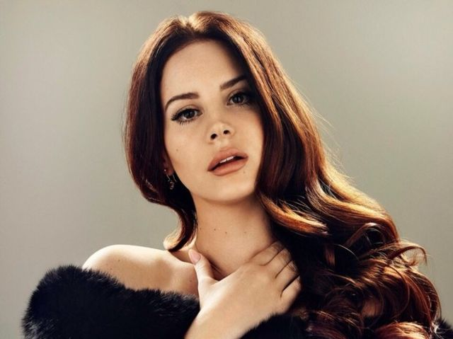 What is Lana Del Rey's favorite color(s)?