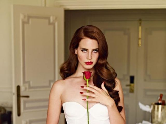 What is Lana's dress/shirt color in the Video Games music video?