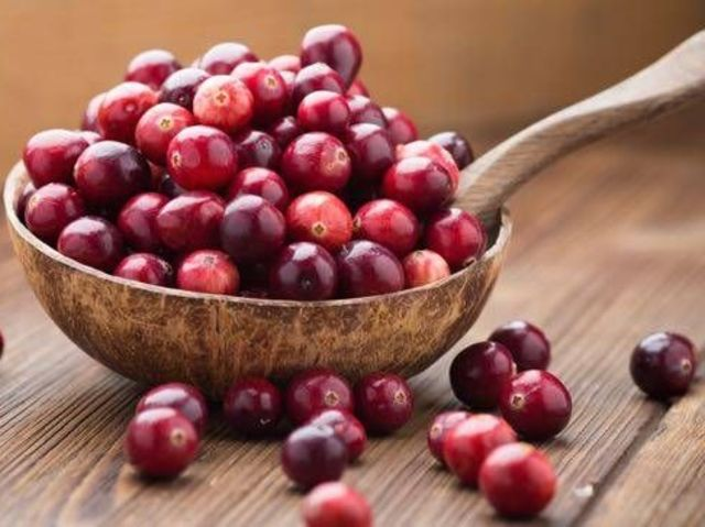 How can you tell if a cranberry is ripe?