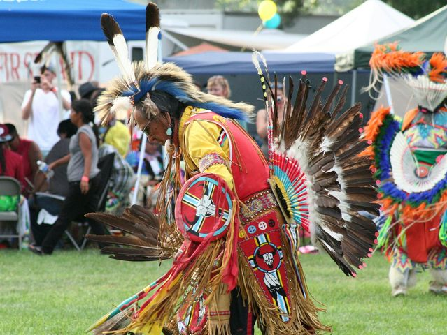 What Harrisburg festival features a Native American powwow?