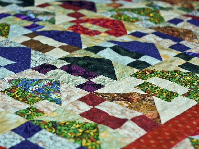 What Kutztown festival houses the largest quilt sale in America?