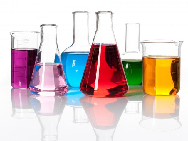 Let's start off with a simple question, who here ACTUALLY did well in Chemistry class?