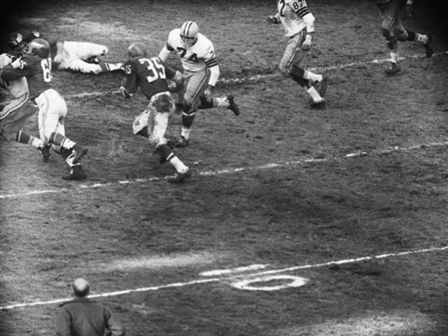 Who scored the winning touchdown for the Eagles in the 1960 NFL Championship?