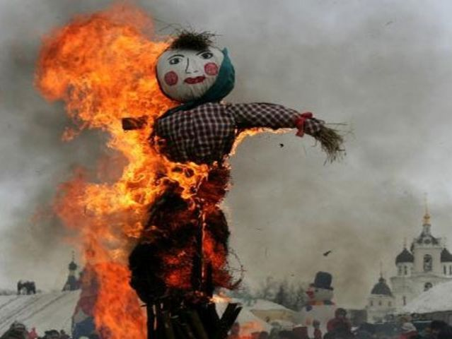 People build scarecrows resembling politicians, celebrities, or other famous people, and burn them on the new year to cleanse all of the bad things from the last year and start the new year with a clean slate.