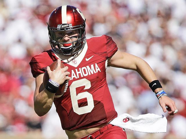 What school record did Mayfield break in his Oklahoma debut?