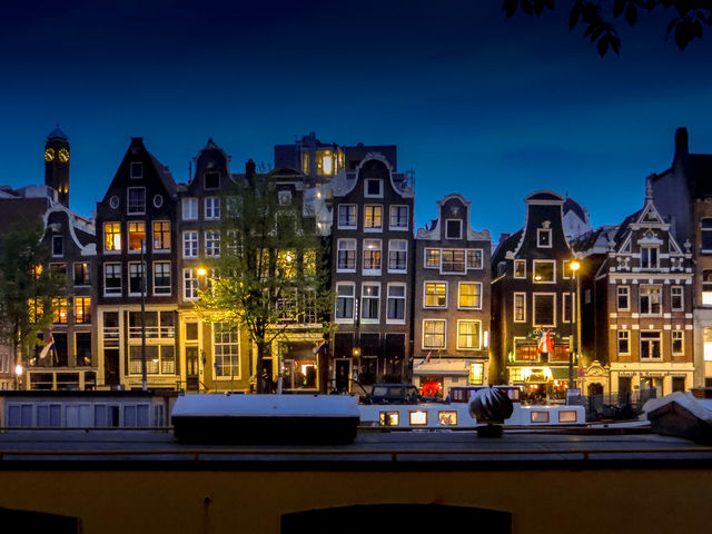 This architecture is very common along the canals in Amsterdam, Netherlands