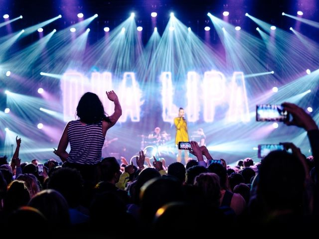 How old is Dua Lipa?