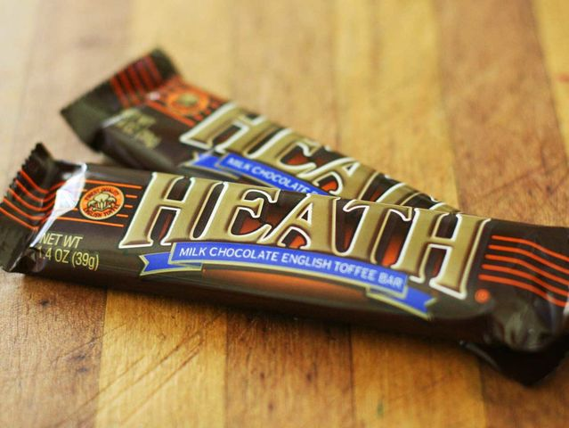 This was a Heath bar! You can identify Heath bars by their flatter heights and extra ripply chocolate coating.