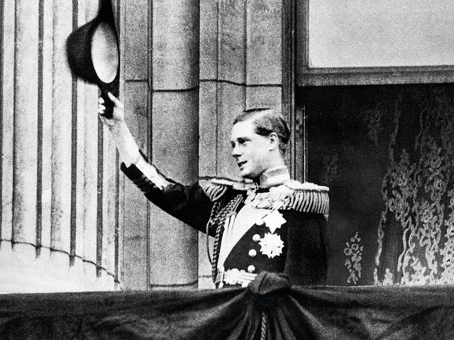 Why did Edward VIII abdicate?