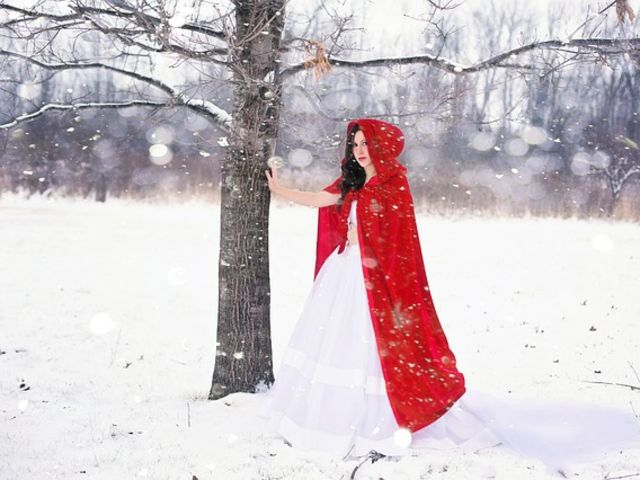 Que personagem do folclore usa uma carapuça vermelha?