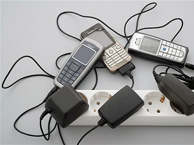 Почему зарядка отходит от телефона