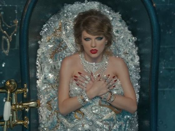 88dad3f9-2694-4fb3-a0b3-8f6be59ab643_560_420 Only TRUE Taylor Swift Fans Have The Ability To Complete These Lyrics