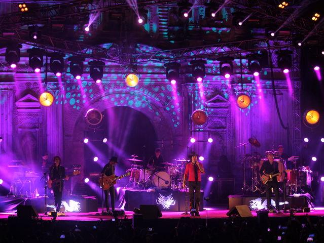 Los Santos Inocentes fueron los músicos que acompañaron a Bunbury durante el espectáculo.