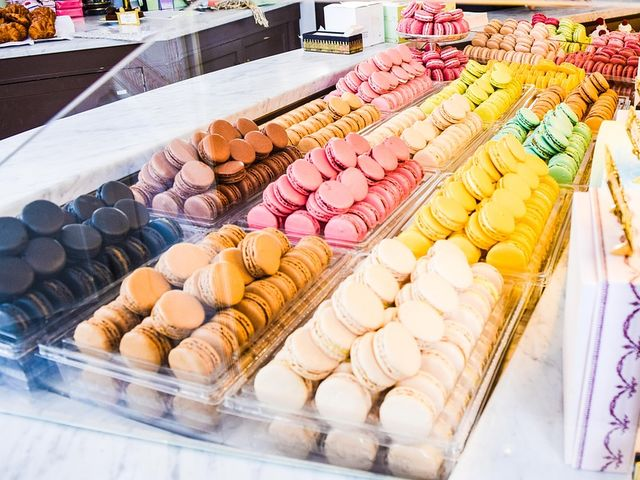 True. Macaroons are thick biscuits made with coconut. A macaron is a light meringue-based cookie made with almond flour, in a form similar to a hamburger.