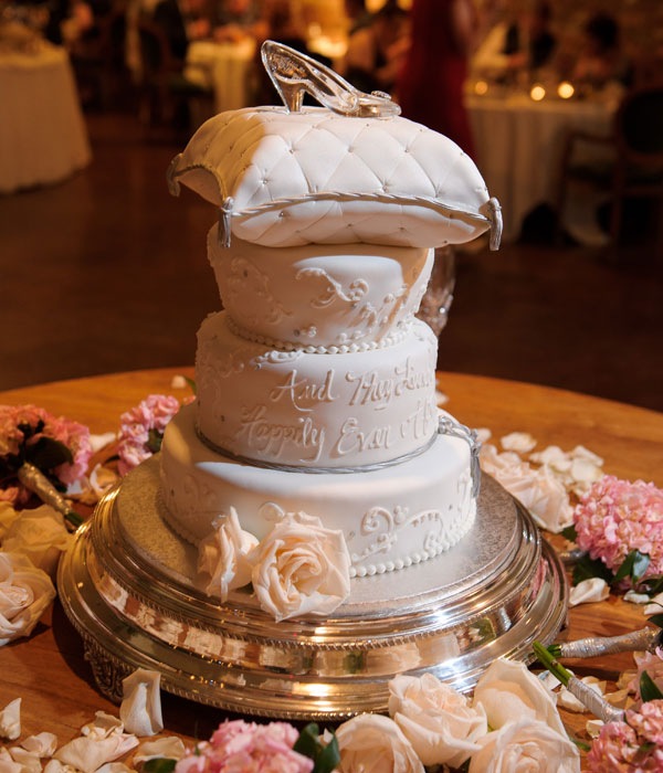 21 Wedding Cakes For Every Disney Lover   Playbuzz