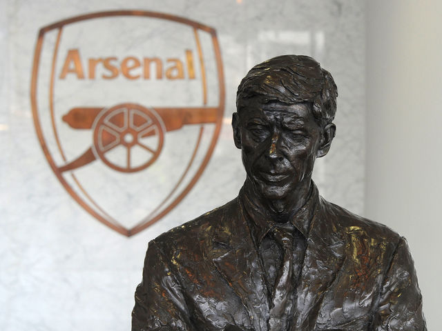 How many FA Cup quarter-final matches (including replays) had Arsene Wenger taken charge of before Lincoln?