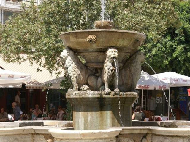 Ποια πόλη της Κρήτης είναι γνωστή και ως Κάστρο;