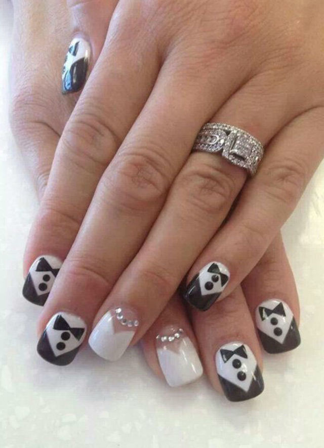 21 beautiful bridal nail art designs to stand out on your wedding 21 beautiful bridal nail art designs to stand out on your wedding day prinsesfo Choice Image