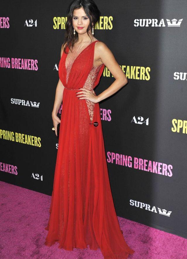 Selena Gomez -Most beautiful dress   Playbuzz