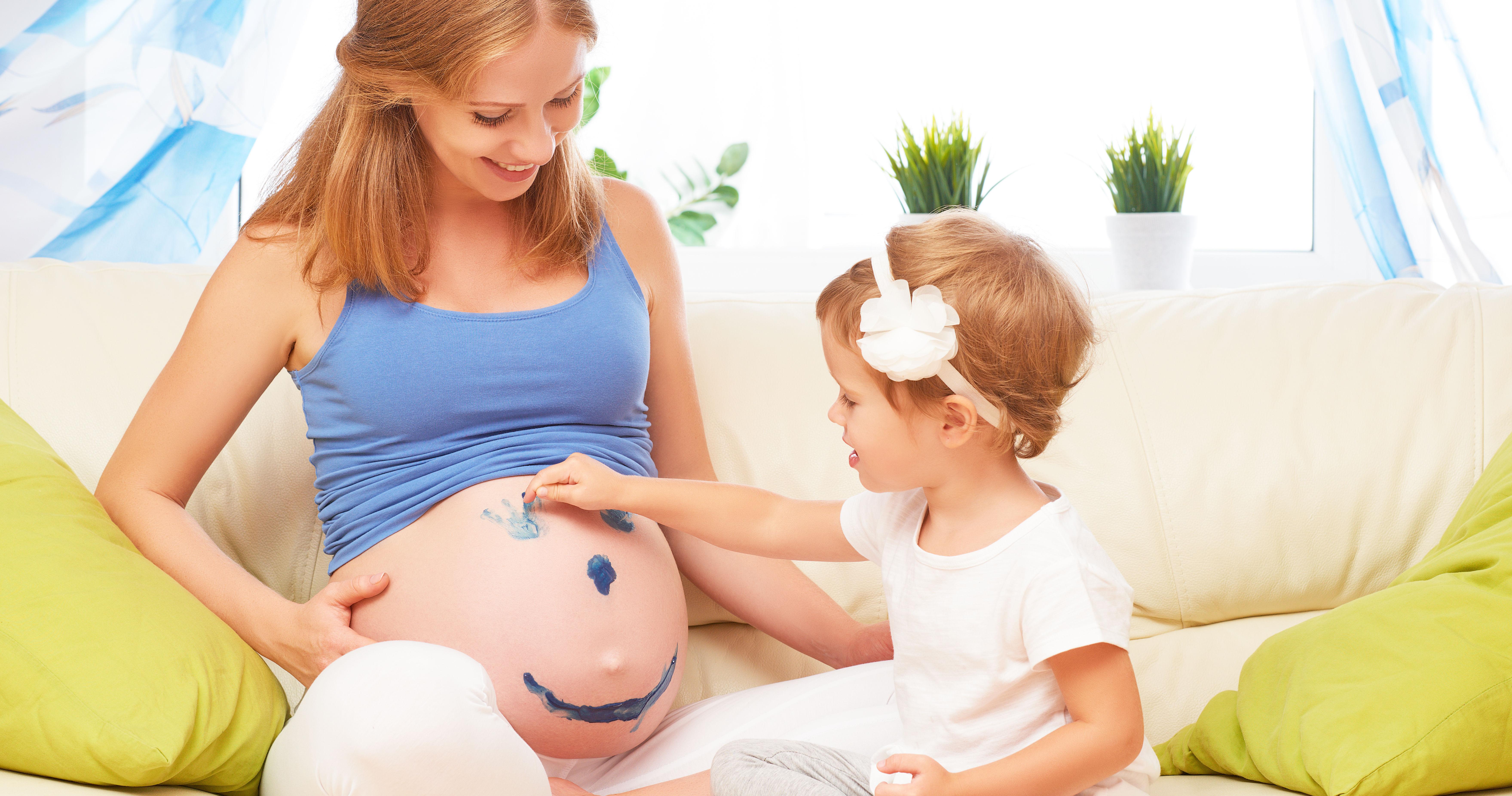 Беременная с двумя детьми фото