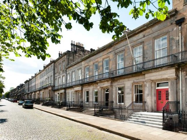 Quiz edinburgh or glasgow playbuzz for 13 regent terrace edinburgh