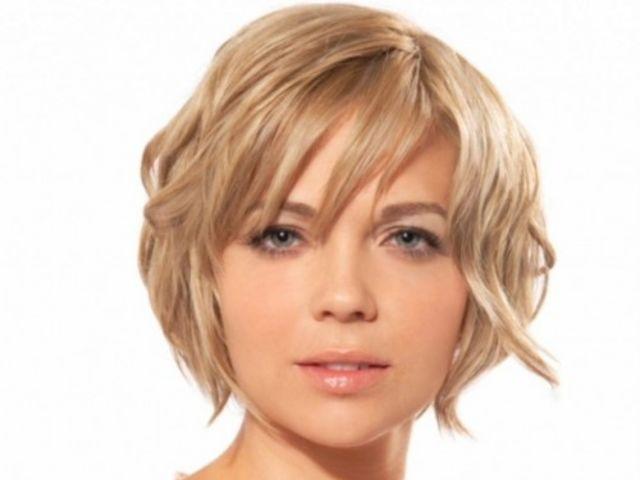 Короткие стрижки на круглое лицо и волнистые волосы