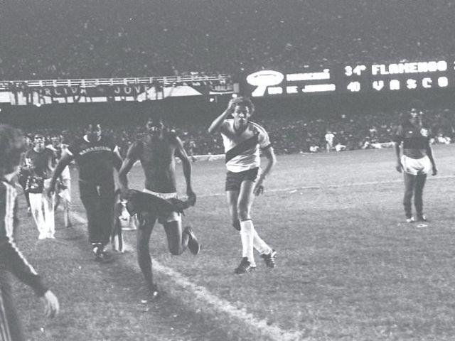 Como ficou conhecido o torcedor que invadiu o gramado na decisão do Estadual de 1981 logo após o gol de Dinamite?