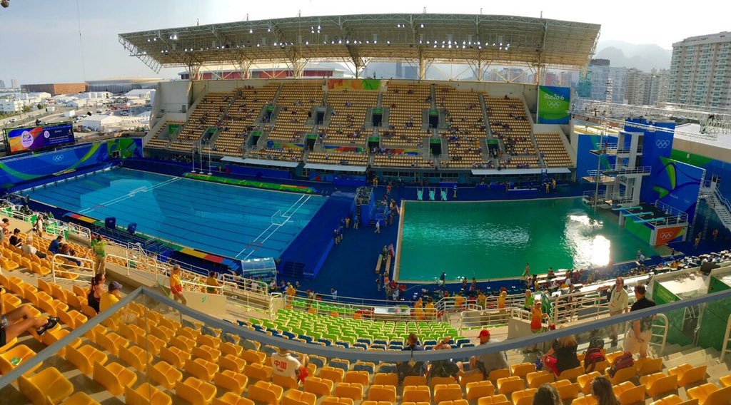 The Olympic Swimming Pool In Rio Has Changed From Clear To Green What On Earth Happened