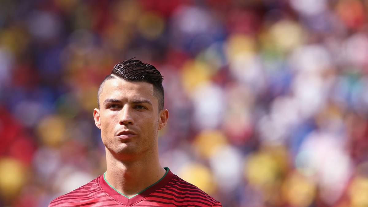 Love Or Hate Cristiano Ronaldo Hair Evolution Playbuzz - Cr7 new hairstyle 2014
