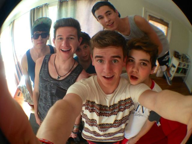 How Well do You Know Connor Franta?   PlaybuzzOur2ndlife Members Names
