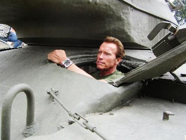 Porque Arnold Schwarzenegger foi preso aos 18 anos?