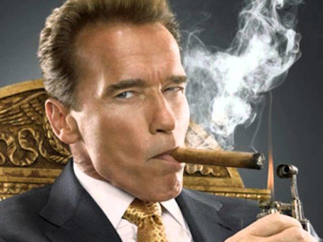 Durante qual período Arnold Schwarzenegger foi governador da Califórnia?