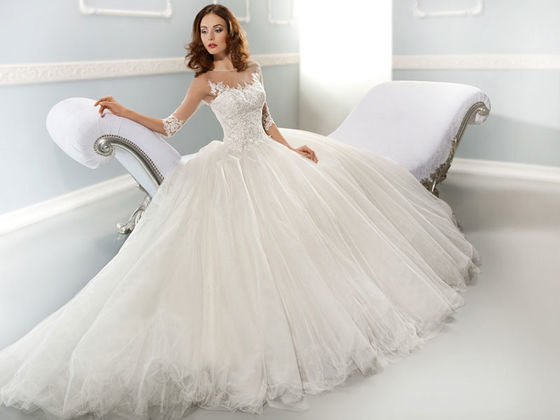 What wedding dress should you wear on your big day playbuzz what wedding dress should you wear on your big day junglespirit Image collections