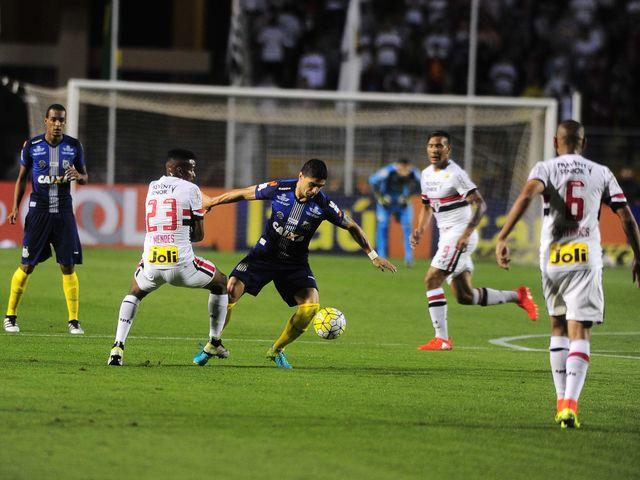 Em 13 de outubro, o São Paulo perdeu novamente para o Santos. Quem perdeu um gol incrível naquela partida?