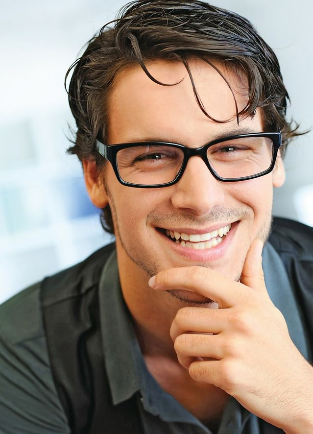 18 Hot Guys Who Prove That Glasses Are Sexy | PlayBuzz