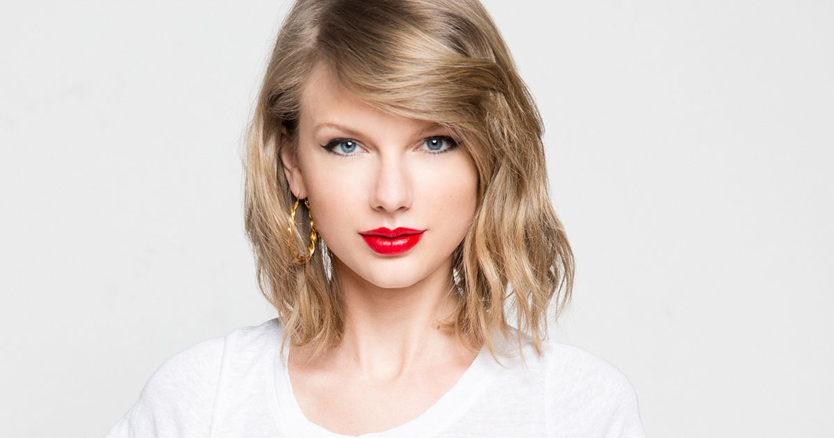 """analysis advertising and taylor swift Last night i went with my daughter to a taylor swift concert it was amazing there were 11,000 fans packed in a stadium all dressed up in colorful home make clothes, with their """"we love you taylor"""" handmade signs, waving their glow sticks, all showing their adoration of taylor swift."""
