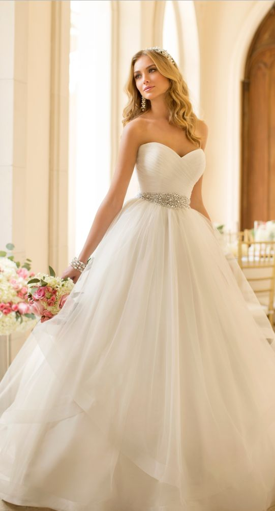 What is the perfect Wedding dress for you!   Playbuzz