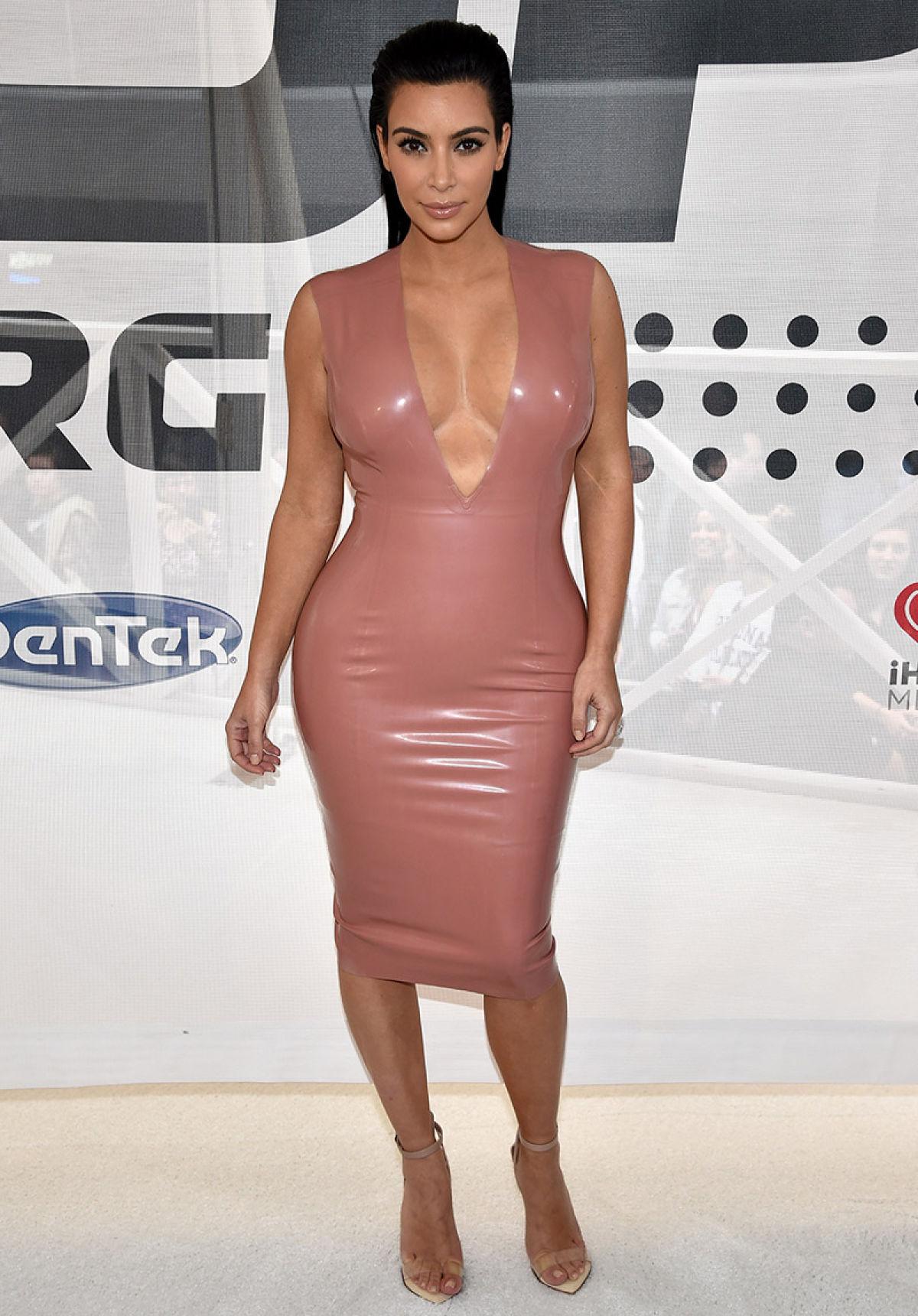 Kim k red dress oscars 360