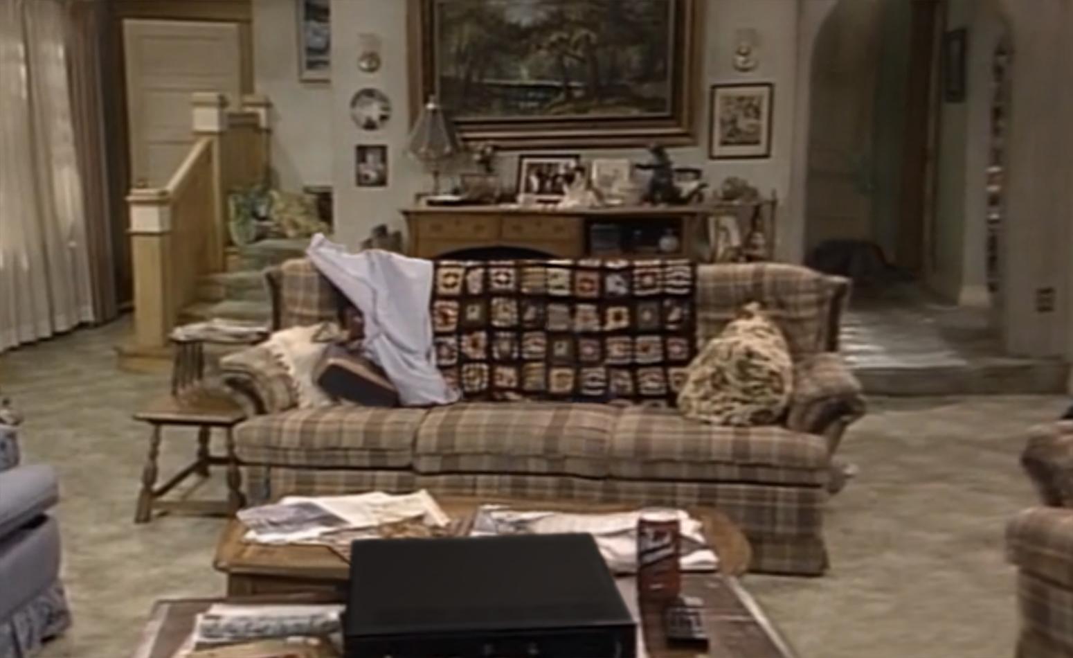 Dekora Home Staging Mid Century Modern Brady Bunch Living Room - Living room shows