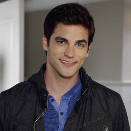 "who is currently dating noel pretty little liars Pretty little liars season 7 summer finale just came to an end brant daugherty sounds very satisfied with how his character noel kahn got killed the actor quickly adds that ""one of the better deaths on the show""further talking about the finale episode in an interview, he makes some ."