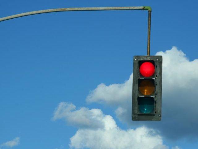 Όταν περιμένετε να ανάψει το πράσινο φως του σηματοδότη: