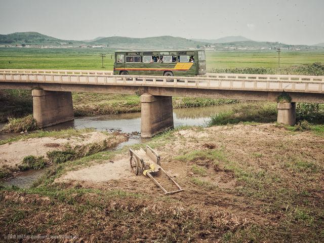 Οι Βορειοκορεάτες μπορούν να ταξιδέψουν μέσα στη χώρα μόνο με άδεια