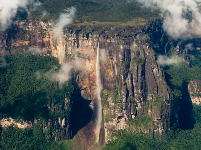 This is the world's highest uninterrupted waterfall. Do you know in which country is located?