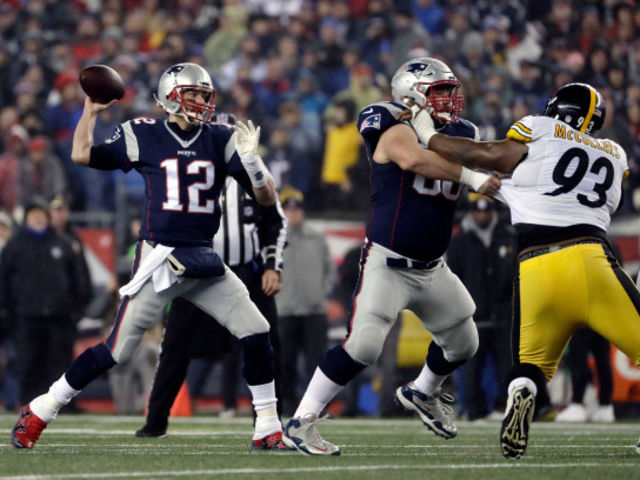 Brady threw for 432 yards with four touchdown passes in a Patriots 55-31 win over the Steelers on November 3, 2013.