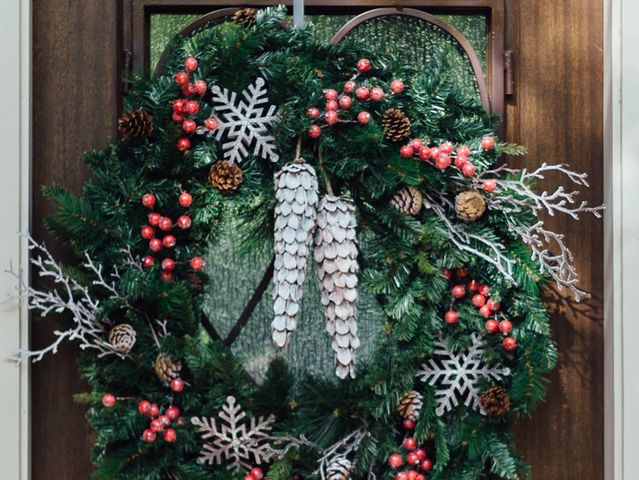 What do you call this seasonal door hanging?