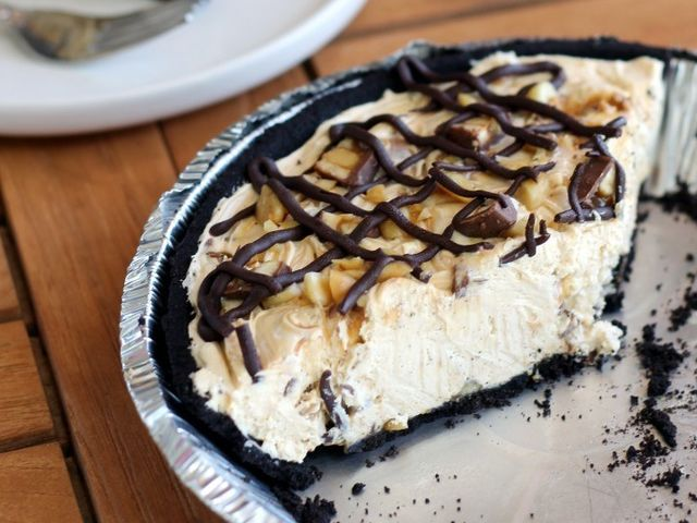 No-Bake Snickers Pie!