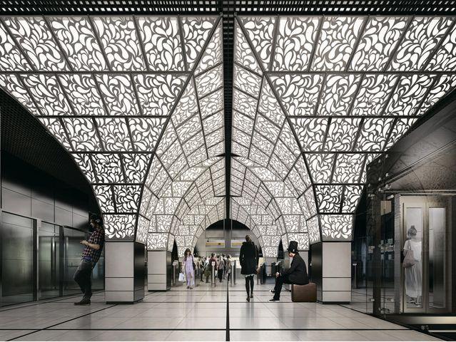 Потолки в кассовом зале и в зоне турникетов этой станции сделаны в виде сводов старинных московских палат. Такую форму им придают огромные светильники от пола до потолка. Основанием они установлены на колонны, а кверху значительно расширяются. Что же это за будущая станция?