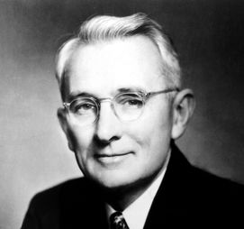 Dale Carnegie, American writer and lecturer and the developer of famous courses in self-improvement, salesmanship, corporate training, public speaking, and interpersonal skills