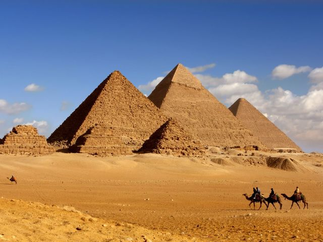 What is NOT true about the Great Pyramids of Giza?